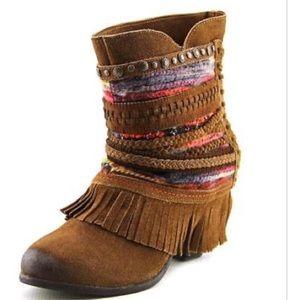 Shoes - RARE LIKE new: fringe, #boho boot. Leather.